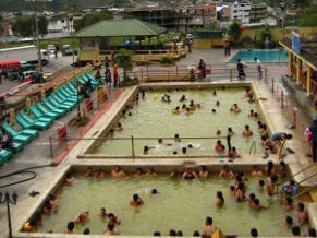 Thermal Pools Banos - © Ailola Quito